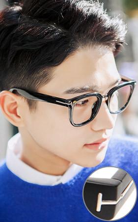Tライン製角のメガネ