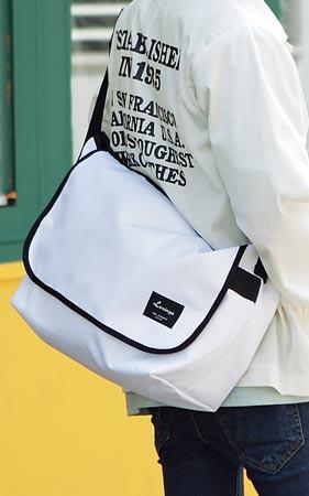 ホワイトロリンかメッセンジャーバッグ
