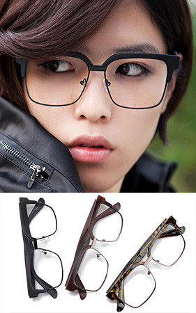 ハイチョリッス修正フレームのメガネ
