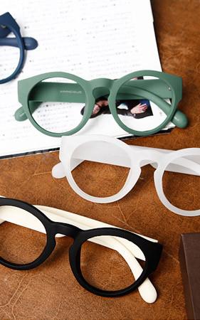 アスフォード角のメガネ