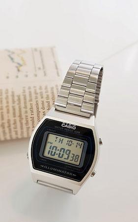 カシオ640メタル時計