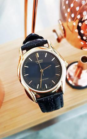 カシオ金工革腕時計